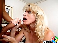 Mature whore Kelly Ambrose moans as her yummy cunt being fingered and licked by her guy!