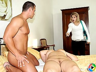 Passionate mature slut bounces on his boner hard and takes every inch inside her slit